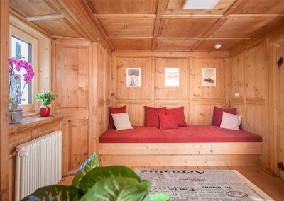 Ferienhaus Annas Muntafuner Hus Wohnzimmer mit Leseecke
