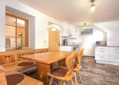 Ferienhaus Annas Muntafuner Hus Küche mit Sitzbereich