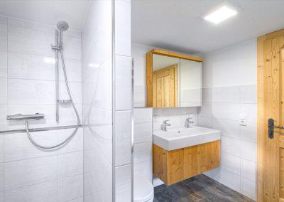 Ferienhaus Annas Muntafuner Hus Badezimmer mit Dusche